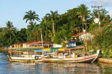 Le port dans le bourg principal sur l'île Boipeba - Brésil -