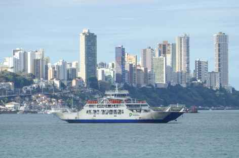 Salvador de Bahia depuis la baie de Tous les Saints - Brésil -