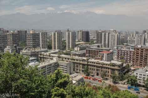 Santiago avec en toile de fond les Andes - Chili -