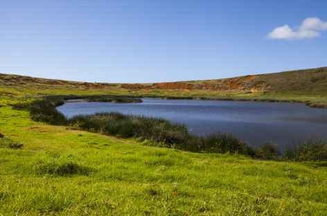 Ile de Pâques, lac du cratère Rano Raraku - Chili -