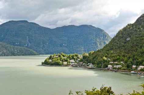 Arrivée sur le village de Tortel dans les canaux patagons - Chili -