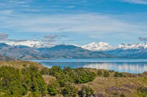 Les Andes et le lac Carrera depuis notre lodge - Chili -