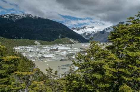 Arrivée au lac Fiero, envahie d'icebergs - Chili -