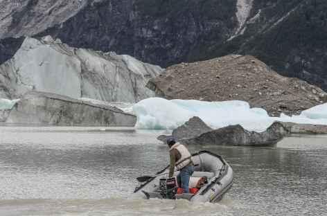 Approche en zodiac des icebergs du lac Fiero - Chili -