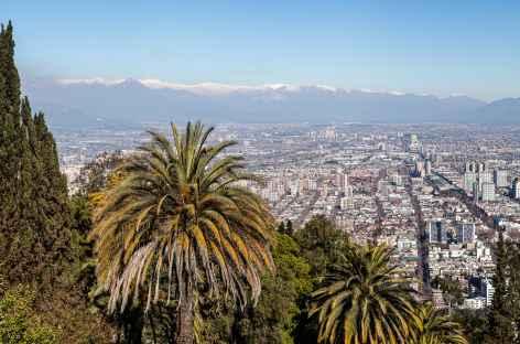 Santiago, vue sur la ville et les Andes depuis la colline San Cristobal - Chili -