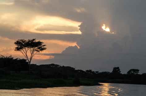 Coucher de soleil sur le rio Magdalena - Colombie -