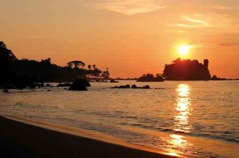 Coucher de soleil dans le parc national Tayrona sur la côte Caraïbe - Colombie -