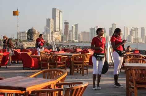 Carthagène, apéro sur les remparts face aux caraïbes - Colombie -