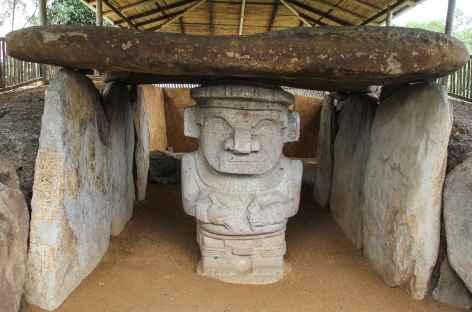 Sculptures anthropomorphiques à San Agustin - Colombie -