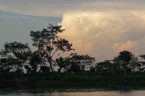 Coucher de soleil sur le fleuve Magdalena - Colombie -