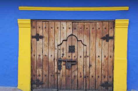 Façade colorée  dans le quartier colonial de la Candelaria à Bogota - Colombie -