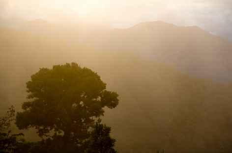 Le soleil se couche à Dota - Costa Rica -