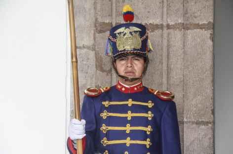 Quito, un garde au palais de la présidence - Equateur -