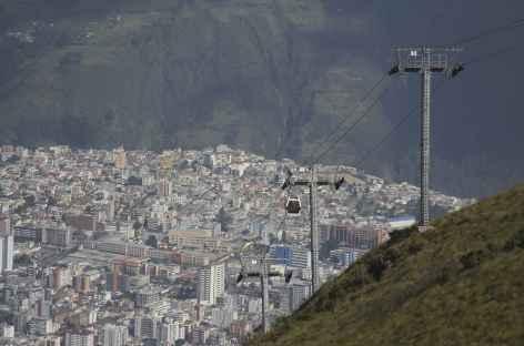 Montée en téléphérique à Cruz Loma au-dessus de Quito - Equateur -