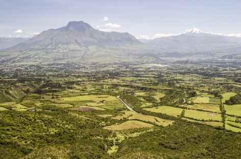 Vue sur les volcans Cayambe et Imbabura depuis Cuicocha - Equateur -