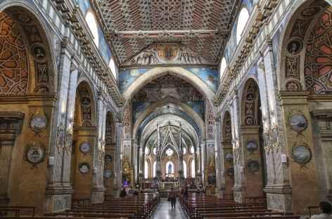 Quito, intérieur d'une église baroque - Equateur -