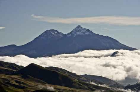 Vue sur les Illinizas depuis la lagune Quilotoa - Equateur -