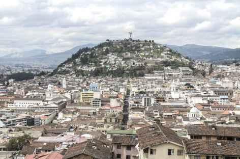 Quito, le Panecillo depuis la cathédrale - Equateur -