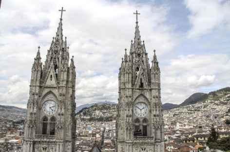 Quito, la cathédrale et le Panecillo - Equateur -