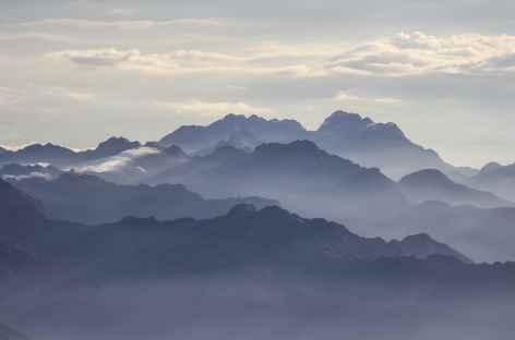 Depuis le sommet du Cayambe, vue sur les cordillères tropicales - Equateur -