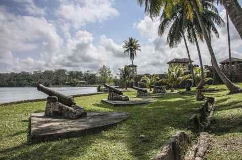 La forteresse de San Felipe au bord du rio Dulce - Guatemala -