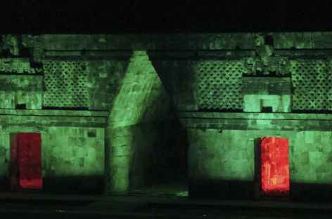 Spectacle son et lumière sur le site d'Uxmal - Mexique -