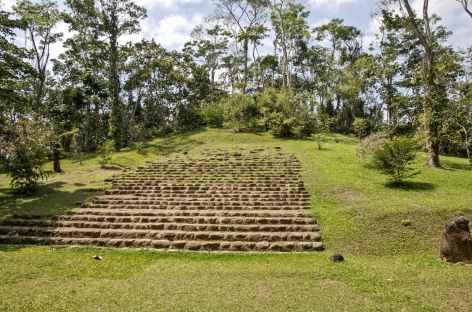 Sur le site Olmèque de Takalik Abaj - Guatemala -