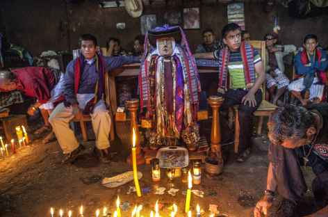 Rencontre avec Saint Maximon dans le village de Santiago Atitlan - Guatemala -