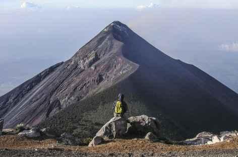 Contemplation du volcan Fuego depuis notre bivouac - Guatemala -