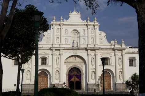 Une des innombrables églises d'Antigua - Guatemala -