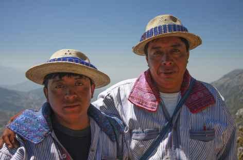 Notre guide indien Mam et son fils lors du trek dans les Cuchumatanes - Guatemala -