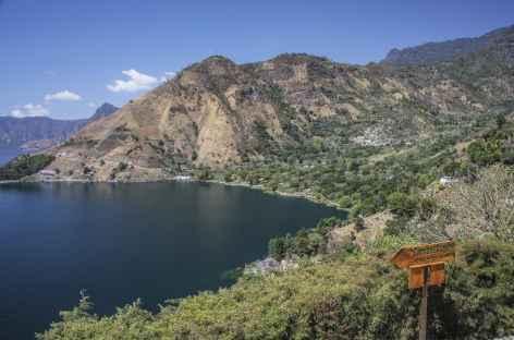 Randonnée sur les bords du lac Atitlan - Guatemala -