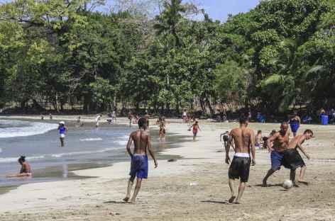 Une plage animée près de Portobelo - Panama -