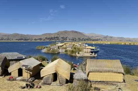 Les îles Uros sur le lac Titicaca - Pérou -