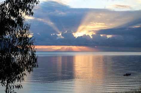 Lever de soleil lac Titicaca - Pérou -