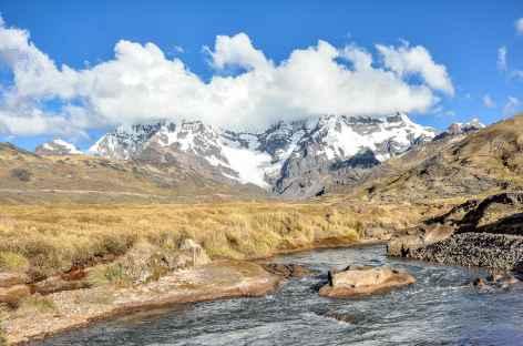 Dans la vallée d'Upis face à l'Ausangate - Pérou -