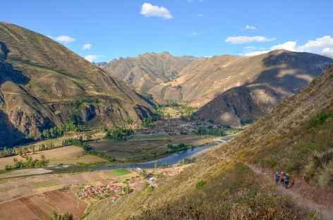Descente sur le village de Lamay - Pérou -