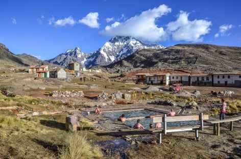 Agréable source chaude dans le village de Pacchanta - Pérou -