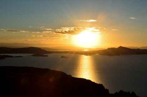 Coucher de soleil sur le lac Titicaca - Pérou -