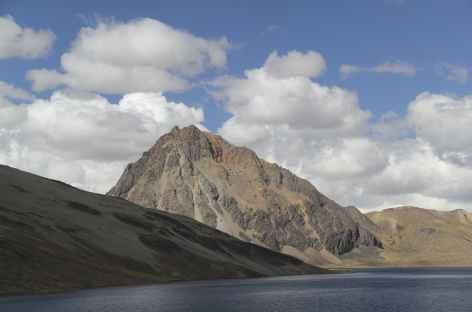 La lagune Sibinacocha et la montagne Yayamari - Pérou -