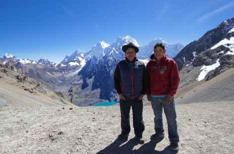 Notre cuisinier et son fils au col Santa Rosa - Pérou -
