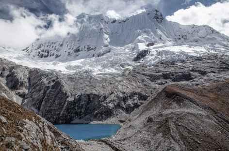 La lagune 69 dominée par le Chacraraju (6112 m) - Pérou -