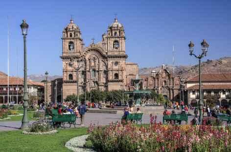 La place d'Armes de Cusco avec l'église de la Compagnie de Jésus - Pérou -