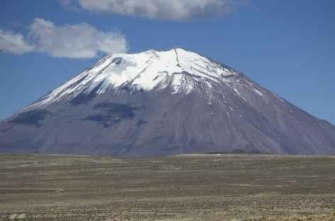 Le volcan Misti sur la route entre Arequipa et Chivay - Pérou -