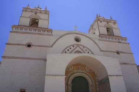 Une église coloniale dans le canyon de Colca - Pérou -