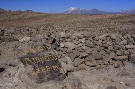 Panorama sur la Cordillère Volcanique depuis le col de Patapampa - Pérou -