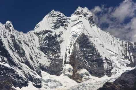 Gros plan sur le plus haut sommet de la Cordillère Huayhuash, le Yerupaja (6634 m) - Pérou -