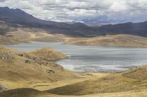 Altiplano et lagune entre Chivay et Puno - Pérou -
