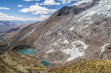 Petis lacs au pied du Nevado Contrahierbas (6036 m) - Pérou -