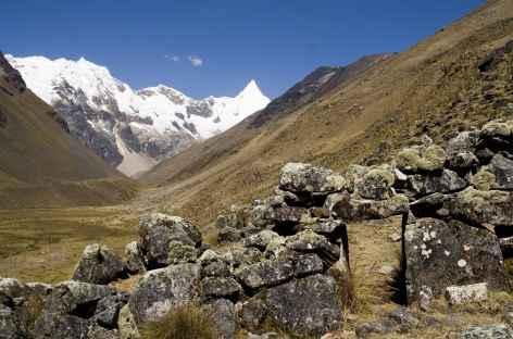 Marche dans la quebrada Alpamayo - Pérou -